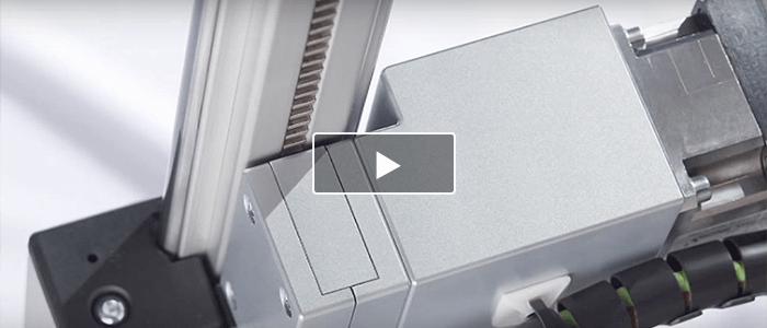 Zahnstangenantrieb für Linearführungen, integriert in eine Aluminium-Profilnut